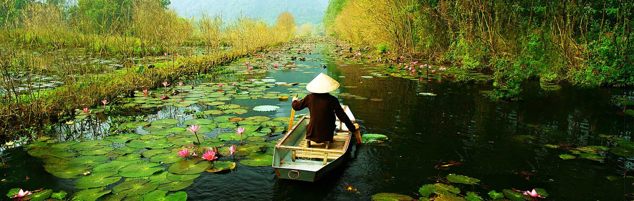 Vietnam Tour - Hanoi Yen stream on the way to Huong pagoda