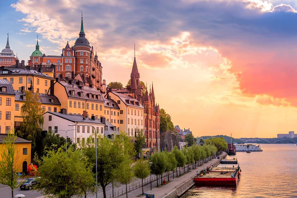 sweden_stockholm_waterfront_view_fjallgatan-street