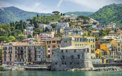 View of the Italian town of Rapollo sitting on the waterfront
