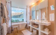 Bathroom suite at Matakauri Lodge. Photo courtesy of Matakauri Lodge.