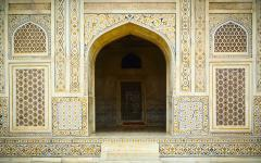 Architectural details of the entrance to itimad ud daulahs tomb in Agra