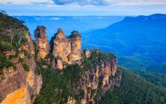 australia panoramic view of the blue mountains three sisters