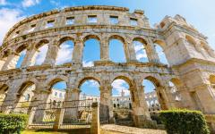 The Pula arena is the only remaining Roman amphitheatre to have four side towers in Croatia.
