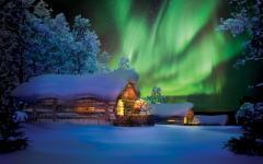Finland's glass igloos under the Northern Lights. Photo credit Kakslauttanen.