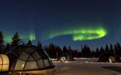 Kelo glass igloos with view of the Northern Lights. Photo credit Kakslauttanen.