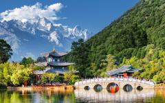 Amazing view of the Jade Dragon Snow Mountain and the Black Dragon Pool, Lijiang
