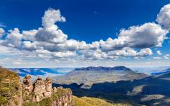 australia blue mountains three sisters landscape dramatic clouds