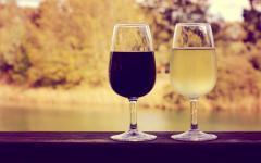 australia red and white glasses of wine