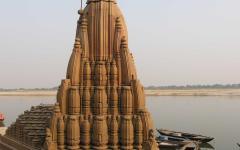 Sinking temple in Varanasi.