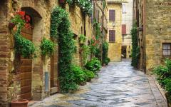 A street in Pienza located in the province of Siena, Italy.
