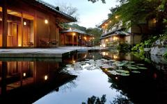 The water garden at Hoshinoya Kyoto. Photo by Hoshino Resorts.