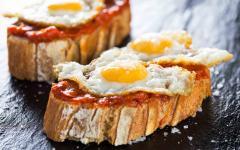 spain mallorca eggs on bread