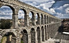 Roman Aqueduct, Segovia. Photo by Felver Alfonzo