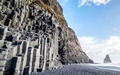 The black sand beach of Reynisfjara and the mount Reynisfjall