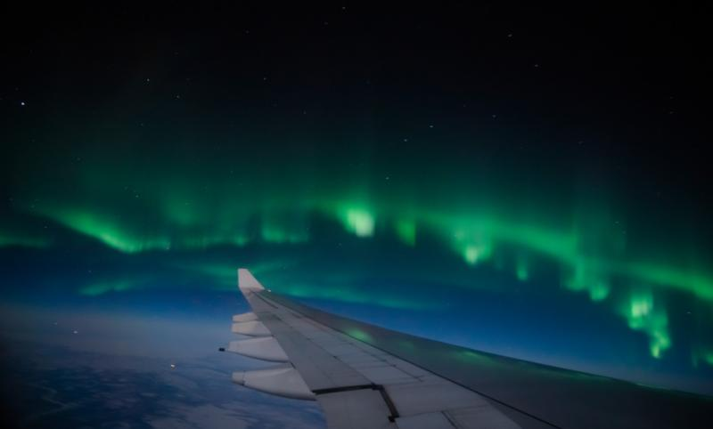 Stunning views of the northern lughts from a plane