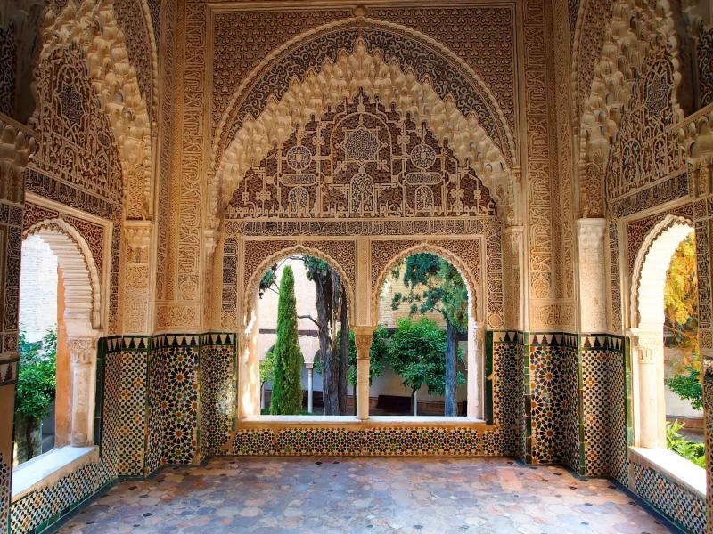 Gardens gastronomy and culture of andalucia tour for Alhambra decoration