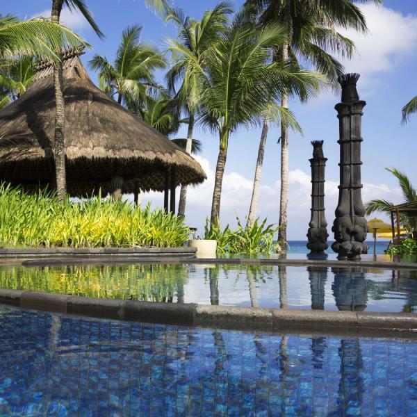 VIP Romantic Getaway Tour To Fiji & New Zealand: A Private