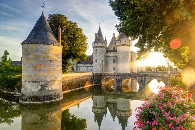 Luxury vacation tour of france paris giverny champagne for Castles to stay in france