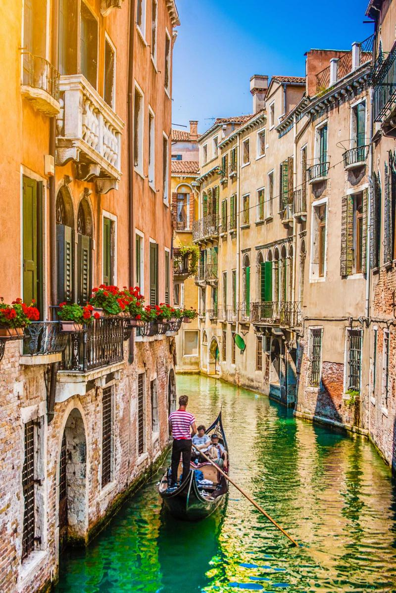 Romantic getaway to italy greece zicasso for What to see in venice in 2 days