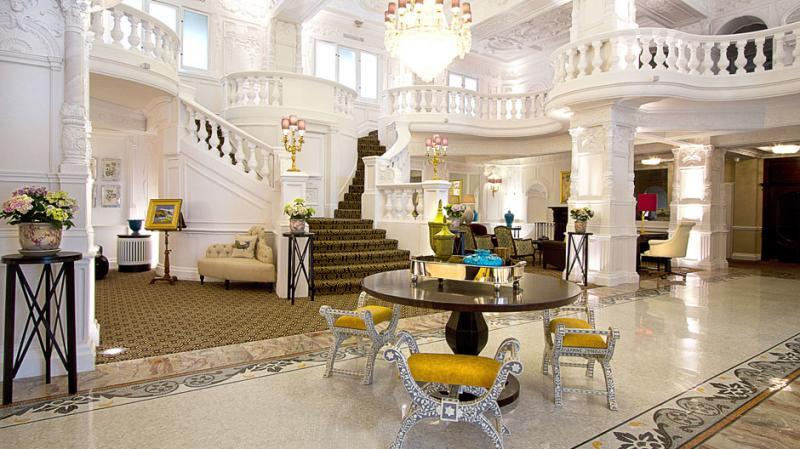 Downton abbey season 4 tour highclere castle tour zicasso for Top design hotels london