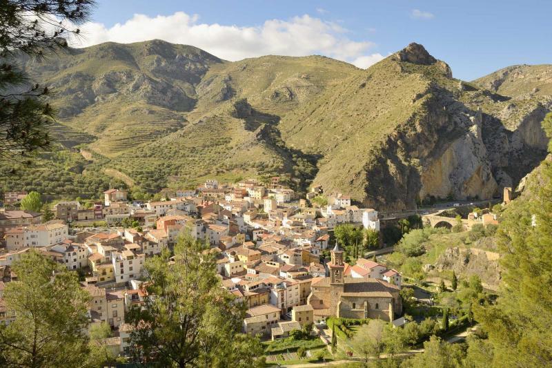 Wine connoisseur s tour across la rioja northern spain for Alojamiento en la rioja espana