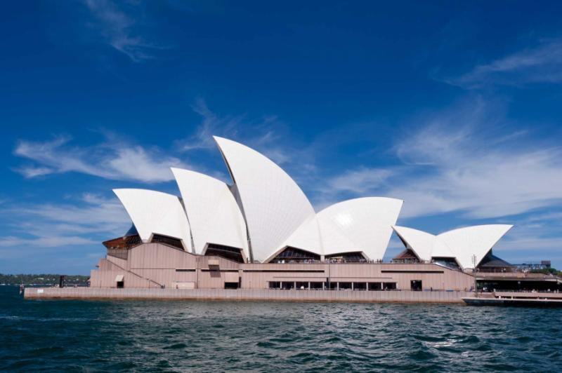 a description of the art complex sydney opera house The sydney opera house is a multi-venue performing arts centre in sydney, new south wales, australia it is one of the 20th century's most famous and distinctive buildings it is one of the 20th century's most famous and distinctive buildings.