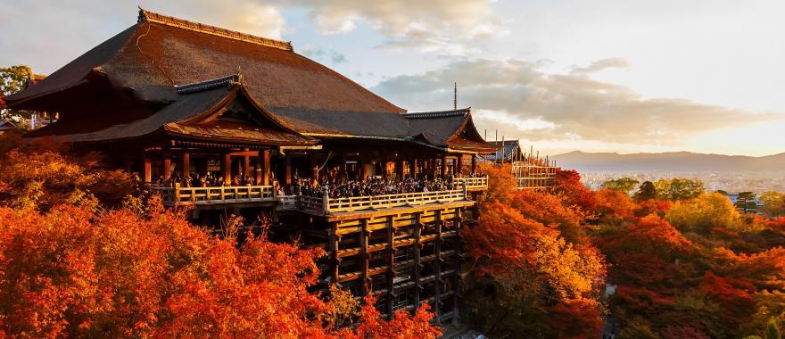 Japan Tour of Kyoto's Kiyomizu-dera Temple